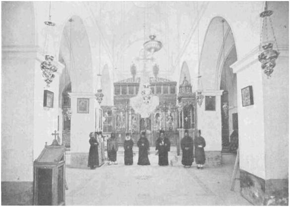 Внутренность греческого храма во имя Преображения Господня.