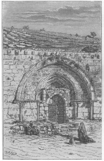 Вход в погребальную пещеру Божией Матери в Гефсимании.